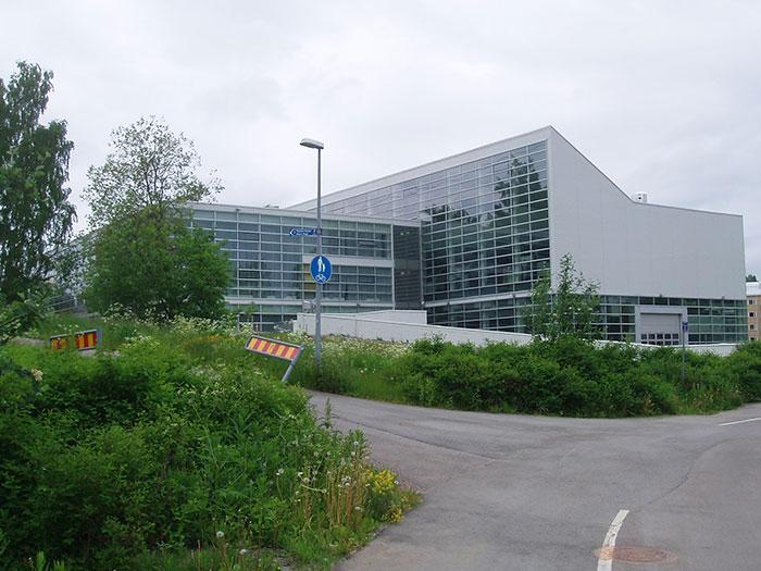 Uudenmaan Sairalaapesulan laajennus Asukoht: Isokiventie 8, Kerava, Soome  Tellija: Rakennuskultti OY  Valmimisaasta: 2011